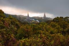 Landschap twee pagode in Kew Mae Pan Nature Trail, het nationale park van Doi Inthanon, Chiang-MAI, Thailand Stock Foto's