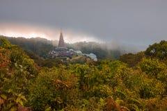 Landschap twee pagode in Kew Mae Pan Nature Trail, het nationale park van Doi Inthanon, Chiang-MAI, Thailand Stock Foto