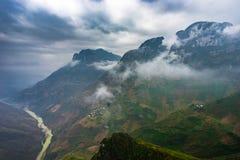 Landschap van aard het majestueuze bergen in Ha Giang, Vietnam royalty-vrije stock foto