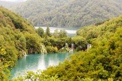Landschap van ake twee en bergen bij Plitvicka-merenpark Royalty-vrije Stock Foto