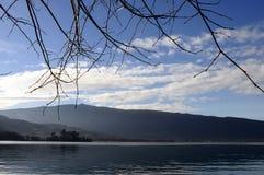 Landschap van Annecy meer in Frankrijk Stock Foto's
