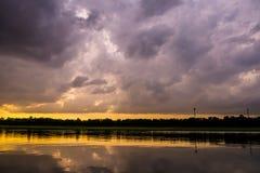 Landschap van Avond vóór zonsondergang Stock Fotografie