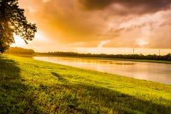 Landschap van Avond vóór zonsondergang Royalty-vrije Stock Foto's