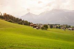 Landschap van Bergen en gras van Zuid-Tirol in Italië Stock Fotografie