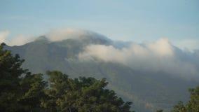 Landschap van bergen en hemel Camiguineiland stock video