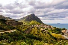 Landschap van bergen met ruïnes stock foto