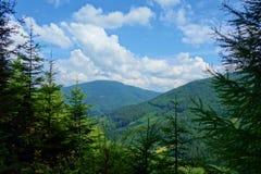 Landschap van Beskydy-Bergen dichtbij de grens van Tsjechische Republiek en Slowakije met de pieken op de achtergrond, Midden-Eur Royalty-vrije Stock Fotografie