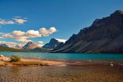 Landschap van blauw Hector Lake in het Nationale Park van Banff, Canada Stock Foto