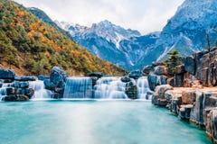 Landschap van Blauwe Maanvallei in Jade Dragon Snow Mountain, Lijiang, Yunnan, China royalty-vrije stock foto