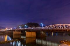 Landschap van brug met kisorivier in nacht Stock Foto