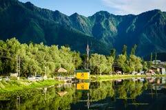 Landschap van Dal Lake in Srinagar, India stock afbeeldingen