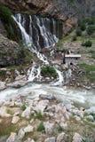 Landschap van de berg het boswaterval Kapuzbasiwaterval in Kayseri, Turkije Royalty-vrije Stock Foto's