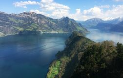 Landschap van de bergen en het overzees royalty-vrije stock afbeelding