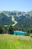 Landschap van de bergen van de Pyreneeën en het meer Stock Foto's