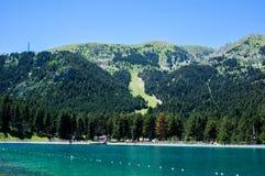 Landschap van de bergen van de Pyreneeën en het meer Stock Foto