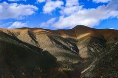 Landschap in van de de aandrijvingsweg van het xizangtoerisme de Bergdraai 72 royalty-vrije stock foto
