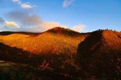 Landschap in van de de aandrijvingsweg van het xizangtoerisme de Bergdraai 72 royalty-vrije stock fotografie