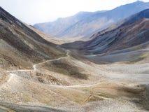 Landschap van de manier van Leh aan Pangong-Meer, Ladakh, India Stock Foto's