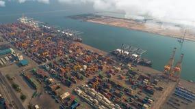 Landschap van de mening van het vogeloog voor de logistische haven van Laem chabang Royalty-vrije Stock Foto's