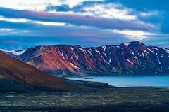 Landschap van de mooie berg bij meer Frostastadavatn royalty-vrije stock foto