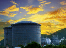 Landschap van de opslagtank van de bouwwerfolie in raffinaderij petr Royalty-vrije Stock Afbeelding