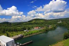 Landschap van de Rivier San voor de dam in Solina Bieszczady, Polen Stock Afbeeldingen