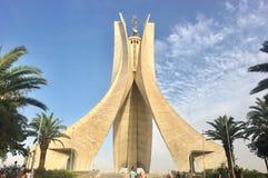 Landschap van de stad van Algiers van het monument van Maqam Echahid Algiers is de hoofd en grootste stad van Algerije In 2016 de stock afbeeldingen