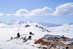 Landschap van de winter bij de bergbovenkant Royalty-vrije Stock Foto's