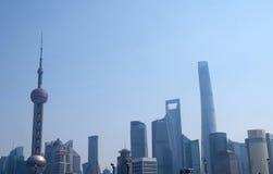 Landschap van de wolkenkrabbersgebouwen van het Lujiazui het financiële district in Shanghai Royalty-vrije Stock Foto