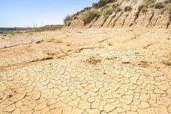 Landschap van een droog land op een de zomerdag Stock Foto's