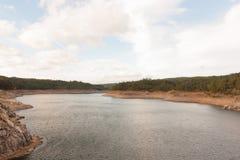 Landschap van een grote rivier Stock Afbeeldingen