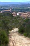 Landschap van een kleine Spaanse stad Torroella DE Montgri in Costa Brava stock fotografie