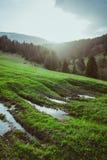 Landschap van grote bergen bij de zonsondergang Royalty-vrije Stock Afbeeldingen