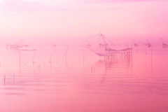 Landschap van grote lokale visserijval in het overzees, roze pastelkleur met selectieve nadruk en zacht Stock Afbeelding