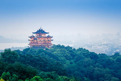 Landschap van hangzhou het beroemde chenghuangge van China in de avond Stock Afbeeldingen