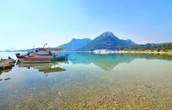 Landschap van Heraion-meer Griekenland Stock Afbeeldingen
