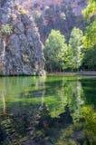 Landschap van het duidelijke spiegelmeer Stock Foto