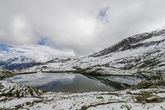 Landschap van het meer en de bergenalpen Royalty-vrije Stock Afbeelding