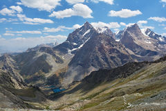 Landschap van het mooie hoge Ventilatorbergen en meer ½ van Alaudinï ¿ in Tadzjikistan royalty-vrije stock fotografie