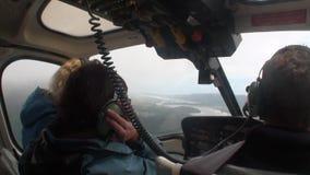 Landschap van het panoramamening van de sneeuwberg van helikoptervenster in Nieuw Zeeland stock footage