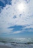 Landschap van het strand en de blauwe hemel Royalty-vrije Stock Fotografie