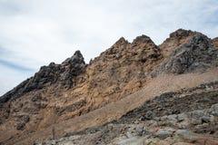 Landschap van het Tongariro het Nationale Park dichtbij het dorp en de Skitoevlucht van Whakapapa in de zomer Stock Fotografie