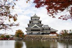 Landschap van Japans kasteel in de herfst Stock Foto