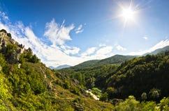 Landschap van Jelasnica-kloof bij zonnige de herfstmiddag Stock Fotografie