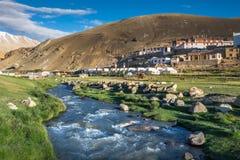 Landschap van Karzok-dorp rond Tso Moriri Meer in Ladakh, India stock afbeelding
