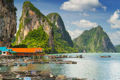 Landschap van Koh de regeling van Panyee op stelten in Thailand wordt voortgebouwd dat Royalty-vrije Stock Afbeeldingen