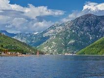 Landschap van Kotor-Baai in Montenegro Berg, overzees, aard royalty-vrije stock afbeeldingen