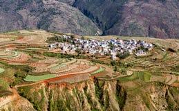 Landschap van Kunmings het Dongchuan gekleurde terrassen in China royalty-vrije stock afbeeldingen