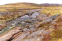 Landschap van meer en bergen in Schotland Stock Afbeeldingen