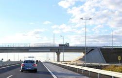 Landschap van nieuwe weg onder brug Stock Fotografie